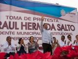 Raúl Hermida toma posesión en Cosamaloapan, Adriana Maass Michel no entregó el cargo