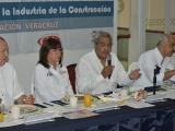 Hace Rocío Nahle compromisos de campaña con empresarios de la construcción