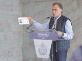 En elecciones, Yunes condona derecho vehícular