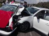 Fallece taxista prensado en choque carretero