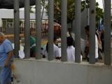 Continua internada señora lastimada por caída de portón en IMSS