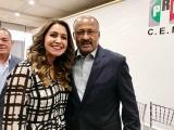 Acude Anilú Ingram a elección de René Juárez