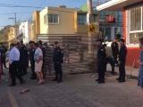 Policías estatales le quitan los portones al fraccionamiento Pedregal de la Ánimas