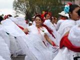 Dos mil 500 bailan La Bamba