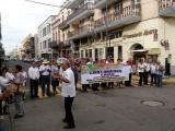 Jubilados cierran calles para exigir pago de aguinaldos y pensión