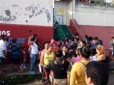 """Protesta en el kínder """"Sor Juana Inés de la Cruz"""", se oponen a reubicación demaestra"""
