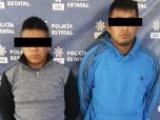 Portaban arma de fuego y motocicleta robada