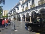 Artesanos muebleros sacan las bocinas y realizan plantón en el palacio municipal de Veracruz