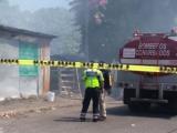 Quema de basura provoca incendio de dos vehículos