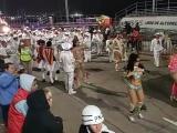 Con todo y norte cumplen con el quinto desfile