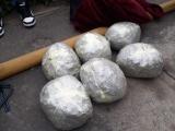 Aseguraron seis envoltorios de marihuana, cuando los subían a un taxi