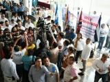 Maestros protestan ante gobernador de Veracruz en su día
