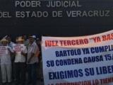 Ex trabajadores de Tamsa exigen libertad de su líder afuera de juzgados de control