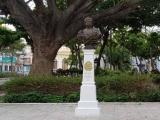 Regresa busto de Ciriaco Vázquez al parque que lleva su nombre