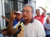 Protestan jubilados porque no los dejan firmar supervivencia