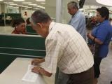Reclaman Jubilados del IMSS  pago de sus Afores retenidas