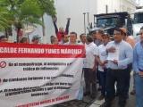 Cierran transportistas av. Independencia acusan a autoridades locales  de no darles trabajo