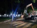 """Instalan reflectores y lámparas  en el parque """"Los Pinitos"""""""