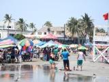 Bañistas ignoran cierre de playas en cuarentena por coronavirus