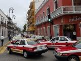 Protestan taxistas, 2,000 vehículos particulares operan como taxis a través de aplicaciones