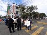 Protestan padres de familia por desabasto de medicamentos en la Torre Pediátrica
