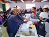 Entrega el Delegado Manuel Huerta  certificados agrarios en Huayacocotla