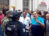 Continuarán las protestas, advierten ex trabajadores portuarios