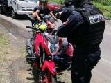 Buscan prohibir a menores en motocicletas