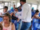 Entrega Regiduría quinta de Veracruz cubrebocas a usuarios del transporte público