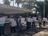 Protestan cañeros por falta de pagos
