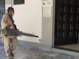 Fumiga personal de vectores el palacio municipal de Veracruz