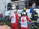 """Chófer queda prensado en camión tras chocar contra distribuidor vial """"Cabeza Olmeca"""""""